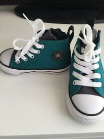 Boys Converse size 6 trainers