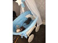 Moses crib on wheels new