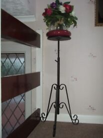 Black metal pretty, tall plant stand, VGC. Suitable for hall, landing, conservatory
