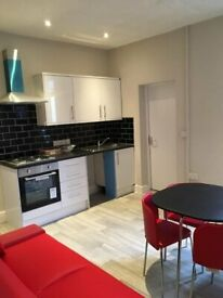 ***STUDENT HOUSE SHARE, Ready now!!! NOT TO BE MISSED! Bills and WI-FI included in the rent!!***