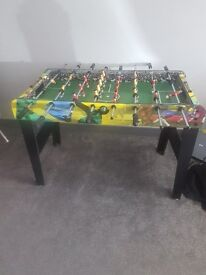 Kids football table, easy to assemble and comes with 2 balls.
