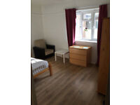 Share room available in a clean flat, 7min walk to Parsons Green Station