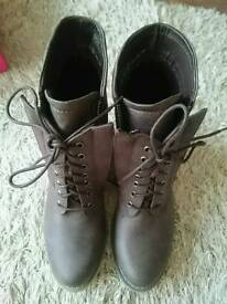 Brand new women's boots