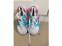 Huaraches White pink blue size 11