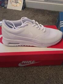 Nike Thea air max size UK7