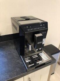 Delonghi, Eletta ECAM44.660 B. Bean to cup coffee machine in Black. Hardly used