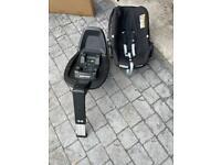 Maxi Cosi Pebble Car seat and ISO fix base