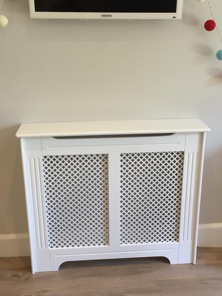 Screwfix Victorian Radiator Cabinet (White) 1020x 210x 868mmin Bournemouth, Dorset - Screwfix Victorian Radiator Cabinet (White) 1020x 210x 868mm Purchased for £75, but to small for the radiator so brand new and never used. I was going to try to adapt it but never got around to it. Still currently £75 on Screwfix site so get a...