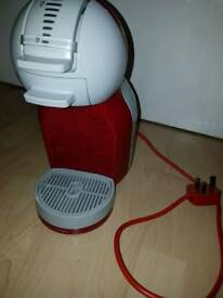 Dolce Gusto Mini Me Automatic coffee machine in red.