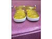 Yellow Igor Jellies Size 29 Uk11