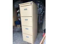 4 drawer filing cabinet in very good condition (with key)