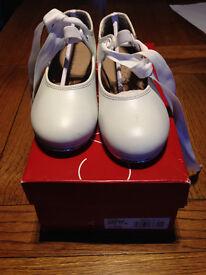 White Tap Shoes, Child size 11 M, Capezio Jr Tyette