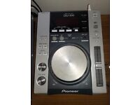 X2 Pioneer cdj 200 decks still very good condition and working order