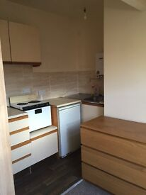 Beeston, LS 11. Self contained bedsit with own Kitchen & bathroom facilities. Excellent value!