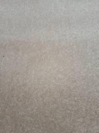 New light beige rug 5 ft x 3 ft £14