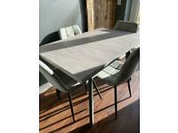Dining table industrial look