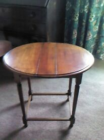 ANTIQUE MAHOGANY OCCASIONAL TABLE -