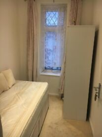 Single room in an asian household in Norbury. Inclusive £350pcm. SW16 4RF .