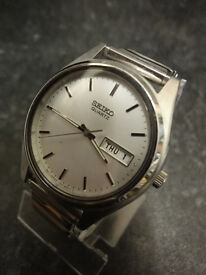 Vintage SEIKO model 7N43-9011 with date aperture & stainless steel expandable bracelet