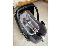 Maxi Cosi Pebble Plus car seat and 2wayFix Isofix base