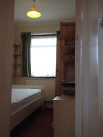 SINGLE ROOM to let 2 min. walk from Greenford Tube Station (Central Line)