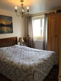 Double room in Barons Court for single person