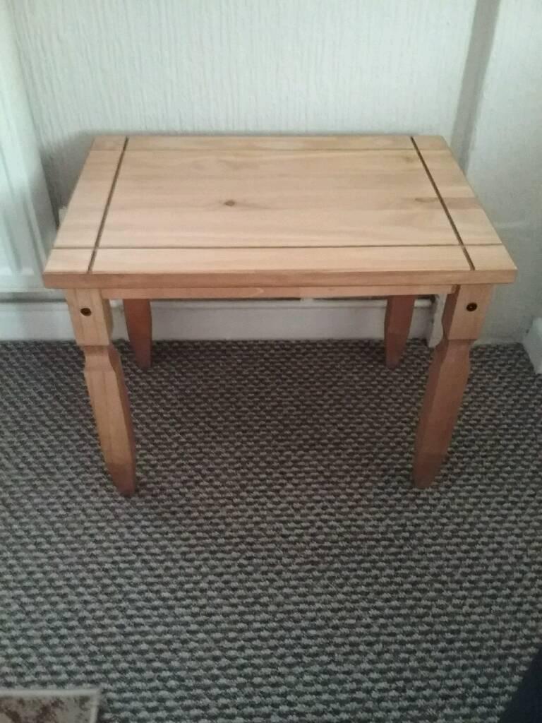 Corona pine table