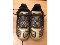 Boys nike 90 / totalninety gold football boots