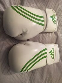 Adidas clima cool 10 oz boxing gloves white