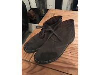 Selling men`s dark brown suede shoes. Size US 10.