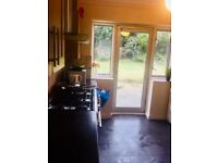 A NICE SINGLE ROOM TO LET ON CROSS ROAD ROMFORD