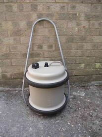 Aquaroll 29 ltr carrier with handle