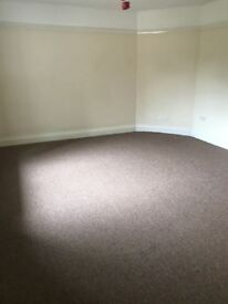 A very Large room to rent in west Croydon