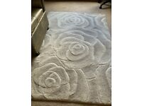 Cream flower style wool rug