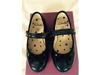 CLARKS GIRLS SHOES - NAVY - SIZE 7F - IMMACULATE CONDITION
