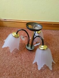 2x 3 Ceiling light fittings with bulbs included