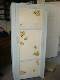 WARDROBE---Shabby chic with Decoupage decoration
