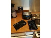 Russell Hobbs 24540 3-in-1 Sandwich/Panini and Waffle Maker, 760 W