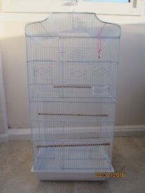 Bird cage in excelent condition