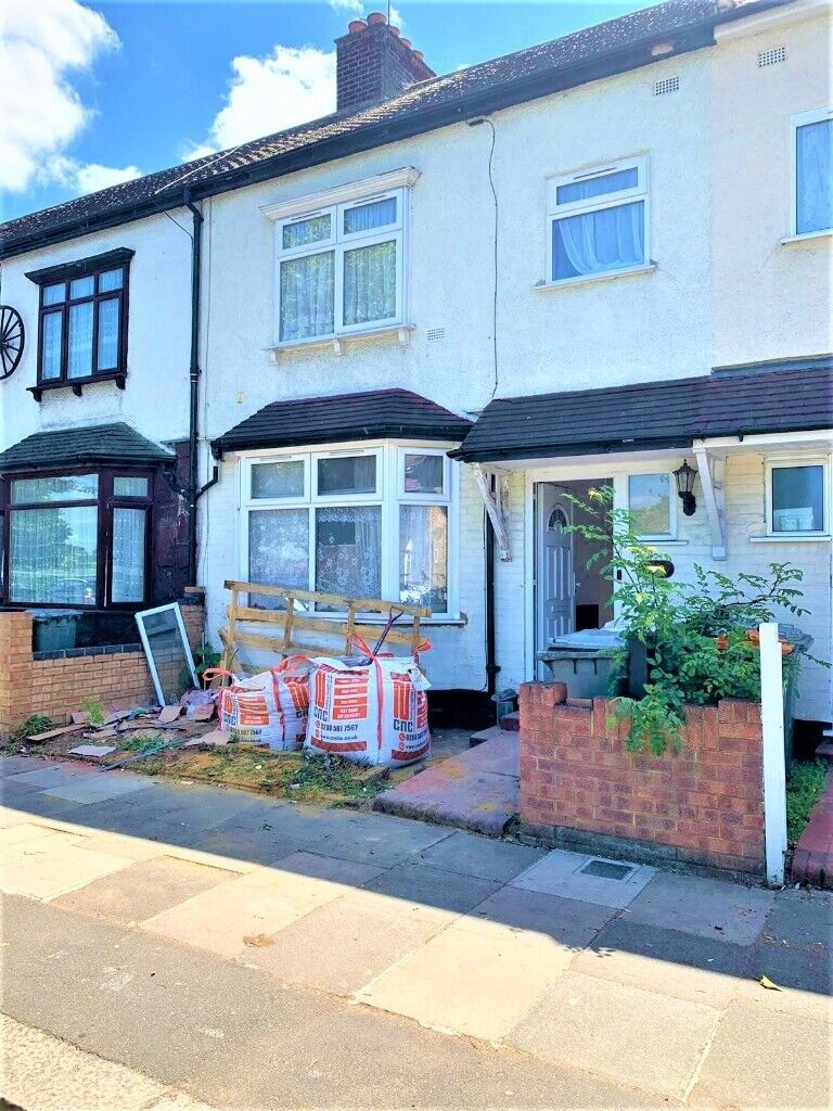 Four/Five Bedroom House to rent on Lonsdale Avenue, East ...