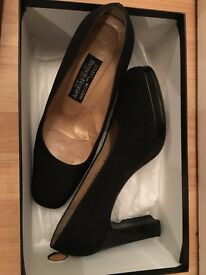 Black heels shoes size 7