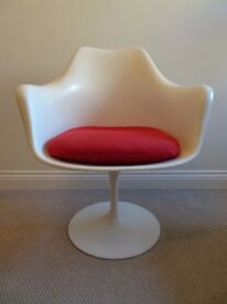 Original vintage 1950s / 1960s white tulip chair with red cushion