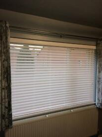 Venetian grain effect true white blinds