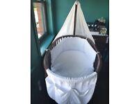 Stokke Sleepi Mini Crib & Cot in Walnut (incl. soft furnishings)