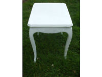 Table painted white - suit Annie Sloan project