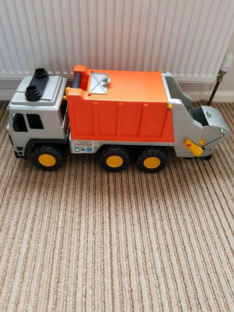 Dustbin truck toy