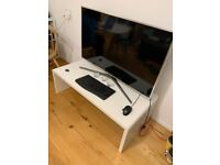 white and strurdy Tv stand - 120 x 60 x 40 cm H