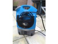 Mobi Rechargeable Pressure Washer: can be powered by battery, mains and car charger