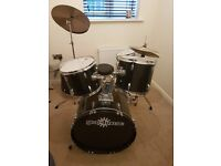 5 piece drum kit /drums with silencing pads