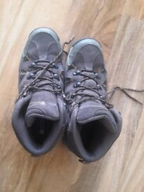ffeef6cead75 Mountain warehouse hiking walking shoes size 8 with ankle protection